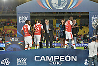 BOGOTA - COLOMBIA, 28-01-2018: Jugadores de Santa Fe reciben las medallas como campeones después del encuentro entre Independiente Santa Fe y América de Cali por la final del Torneo Fox Sports 2018 jugado en el estadio Nemesio Camacho El Campin de la ciudad de Bogotá. / Players of Santa Fe receives the medals as champions after the match between Independiente Santa Fe and America de Cali for the final of the Fox Sports  Tournament 2018 played at Nemesio Camacho El Campin Stadium in Bogota city. Photo: VizzorImage / Gabriel Aponte / Staff.