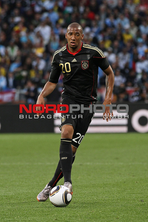 03.07.2010, CAPE TOWN, SOUTH AFRICA, im Bild <br /> Jerome Boateng of Germany on the attack during the Quarter Final, Match 59 of the 2010 FIFA World Cup, Argentina vs Germany held at the Cape Town Stadium. Foto &copy;  nph /  Kokenge *** Local Caption *** Fotos sind ohne vorherigen schriftliche Zustimmung ausschliesslich f&uuml;r redaktionelle Publikationszwecke zu verwenden.<br /> <br /> Auf Anfrage in hoeherer Qualitaet/Aufloesung