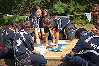 A turkish patrol is playing puzzle blinded by scarfs. Photo: André Jörg/ Scouterna