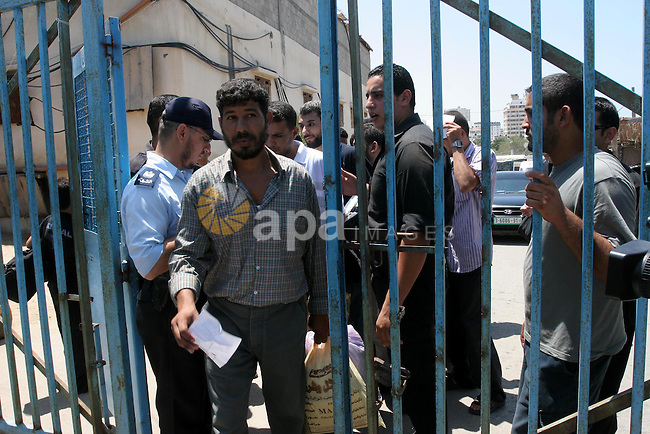 A Palestinian prisoner leaves a Hamas-controlled prison in Gaza City upon their release on August 11, 2010 following a Hamas' decision to free prisoners for the occasion of the Muslim holy month of Ramadan. Photo by Mohammed Asad