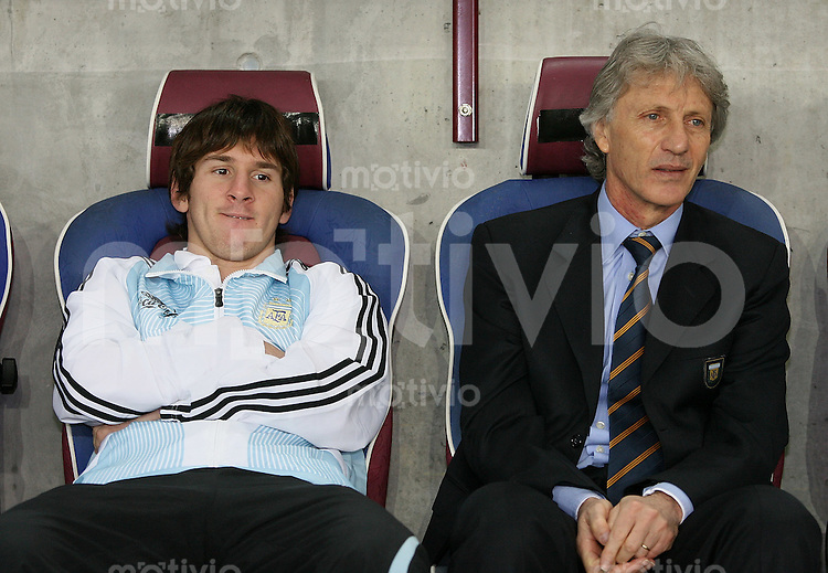 Fussball International Testspiel EngFussball International Testspiel England 3-2 Argentinien ARG Trainer JosŽ Pekerman (re) und Lionel Messi (ARG)