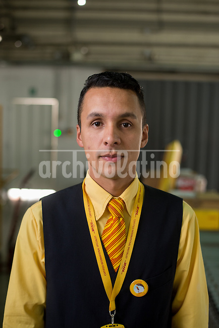 Barquisimeto-Venezuela. Jesus Calles, a DHL worker in Barquisimeto poses for a picture today December 1, 2016. Archivo Latino/Manaure Quintero
