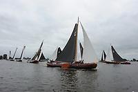 SKUTSJESILEN: GROU: SKS skûtsjesilen, Friese Sporten, 30-07-2011, Fryslân, Grouster skûtsje (It Doarp Grou) op kop vanuit de start, ©foto Martin de Jong