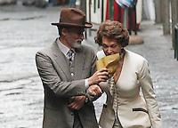 NAPOLI SOFIA LOREN GIRA ALCUNE SCENE DEL FILM <br /> &quot; LA VOCE UMANA &quot;<br /> NELLA FOTO SOFIA LOREN CON ENRICO LO VERSO NEI VICOLI DI SANTA LUCIA<br /> FOTO CIRO DE LUCA