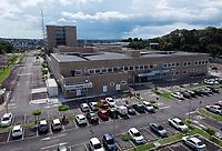 Manaus (AM), 05/04/2020 - Coronavirus-Manaus - Foi colocado um container frigorifico proximo ao necroterio do Hospital Delphina Rinaldi Abdel Aziz.  Imagens do Hospital na tarde deste domingo (5). O Delphina e o centro de atendimento aos doentes com o coronavirus. O Ministro Luiz Henrique Mandetta disse durante coletiva na ultima sexta-feira (4), que Manaus e uma das cidades que mais gera preocupacao do Governo Federal em relacao ao coronavirus. O Amazonas tem 311 casos da doenca, e 13 obtos confirmados. (Foto: Sandro Pereira/Codigo 19/Codigo 19)