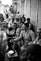 Turquie 1998.Une journée à Dicle: Les paysans, chassés de leurs villages, passent les journées inoccupés dans la rue principale de la petite ville..Turkey 1998.In Dicle, jobless men in the street of the little town