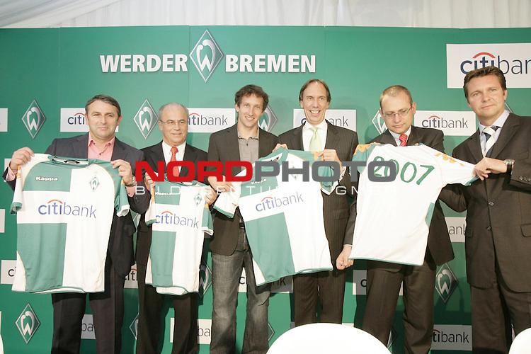 FBL 2007/2008  - Werder Bremen<br /> <br /> Als neuen Hauptsponsor stellte Werder Bremen am Mittag ( 18.05.2007 )  die ,, Citybank &quot; vor. <br /> <br /> Foto zeigt die Werder Verantwortlichen Klaus Allfos, Manfred M&uuml;ller ( Mueller ) Frank Baumann zusammen mit Thomas Schulte ( Citybank ) als neuen Hauptsponsor und Peter Karst ( Sportfive ) <br /> <br /> <br /> Foto &copy; nph / ( nordphoto ) <br /> <br /> <br /> <br />  *** Local Caption ***