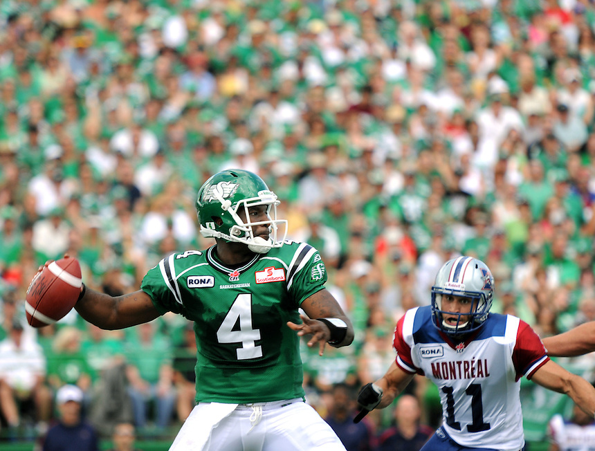 Saskatchewan Roughriders quarterback Darian Durant sets himself for a pass during a CFL game against the Montreal Alouettes. THE CANADIAN PRESS/Mark Taylor.