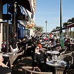 20080110 - France - Aquitaine - Pau<br /> LES CAFES DU BOULEVARD DES PYRENEES A PAU, TRES ANIMES.<br /> Ref : PAU_012.jpg - © Philippe Noisette.
