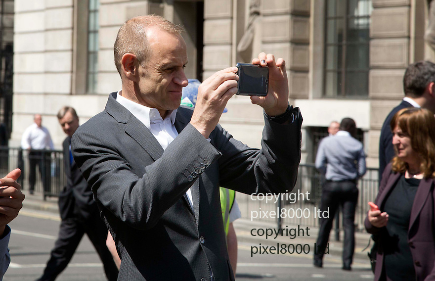 Bank of England abandoned car causes chaos at lunchtime today<br /> <br /> Dragon's Den star  Evan Davis  takes a pic on his cell phone - BBC business correspondent<br /> <br /> <br /> <br /> <br /> Pic by Gavin Rodgers/Pixel 8000 Ltd