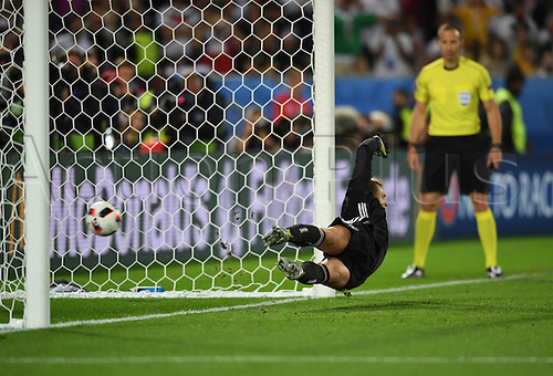 02.07.2016. Bordeaux, France.  Germany's goalkeeper Manuel Neuer can't save the penalty goal 1-1 from Leonardo Bonucci of Italy during the UEFA EURO 2016 quarter final soccer match between Germany and Italy at the Stade de Bordeaux in Bordeaux, France