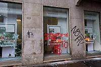 Milano 1 Maggio 2015<br /> Mayday  NoExpo  <br /> Scontri manifestanti polizia durante la manifestazione a Milano,contro l'apertura dell'Esposizione universale Milano 2015. Una banca colpita dai manifestanti<br /> Milan, May 1, 2015<br /> Mayday NoExpo<br /> Clashes  protesters against police during the demonstration in  downtown Milan, to protest against Universal Exposition Milano 2015. A bank hit by protesters