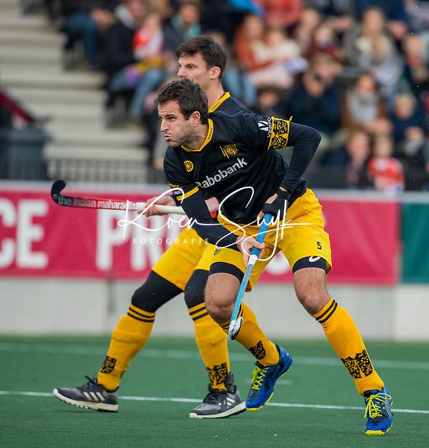 AMSTELVEEN -  Austin Smith (Den Bosch) neemt de strafcorner   tijdens de competitie hoofdklasse hockeywedstrijd mannen, Amsterdam- Den Bosch (2-3).  COPYRIGHT KOEN SUYK