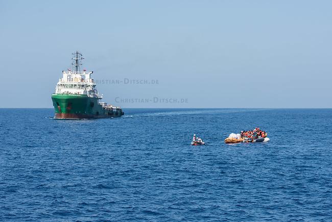 Sea Watch-2.<br /> Die Sea Watch-2 bei ihrer 13. SAR-Mission vor der libyschen Kueste.<br /> Im Bild: Ein Schlauchboot mit ca. 160 Menschen wird von der Sea Watch-Crew mit Rettungswesten versorgt. Im Hintergrund die &quot;Bourbon Argus&quot; der Hiflfsorganisation &quot;Aerzte ohne Grenzen&quot;. Die Bourbon Argus hat die Menschen im laufe des Tages aufgenommen.<br /> 20.10.2016, Mediterranean Sea<br /> Copyright: Christian-Ditsch.de<br /> [Inhaltsveraendernde Manipulation des Fotos nur nach ausdruecklicher Genehmigung des Fotografen. Vereinbarungen ueber Abtretung von Persoenlichkeitsrechten/Model Release der abgebildeten Person/Personen liegen nicht vor. NO MODEL RELEASE! Nur fuer Redaktionelle Zwecke. Don't publish without copyright Christian-Ditsch.de, Veroeffentlichung nur mit Fotografennennung, sowie gegen Honorar, MwSt. und Beleg. Konto: I N G - D i B a, IBAN DE58500105175400192269, BIC INGDDEFFXXX, Kontakt: post@christian-ditsch.de<br /> Bei der Bearbeitung der Dateiinformationen darf die Urheberkennzeichnung in den EXIF- und  IPTC-Daten nicht entfernt werden, diese sind in digitalen Medien nach &sect;95c UrhG rechtlich geschuetzt. Der Urhebervermerk wird gemaess &sect;13 UrhG verlangt.]
