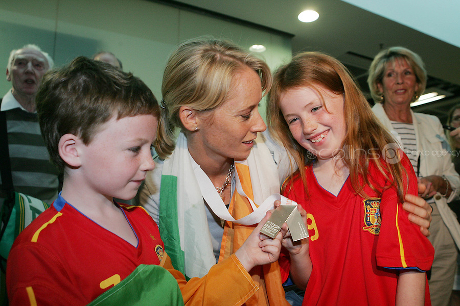 2/8/2010. Derval O'Rourke arrives back into Dublin Aiorport pictrured with Mathew 9 and Jessica 7 Brennan from Meath. European silver-medallist Derval O'Rourke has arrived home from Barcelona.O'Rourke finished second in the 100m hurdles on Saturday night to win her second European Athletics Championship silver medal. She was presented with her medal at the Olympic Stadium in Barcelona yesterday evening. Picture James Horan/Collins Photos