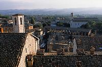 Europe/Italie/Ombrie/Gubbio : Vue sur les toits de la ville depuis la Palais Dei Consoli