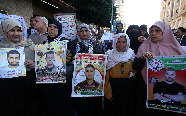 Palestinians take part in a protest in solidarity with prisoners in Israeli jails, in front of the Red cross office, in Gaza city on December 09, 2019. Photo by Mahmoud Ajjour