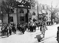 la Parade de la Saint-Jean-Baptiste , le 24 juin 1909 qui commence sur la rue Craig <br /> lors du defile de la Saint-Jean-Baptiste, le 24 juin 1909 <br /> <br /> <br />  PHOTO :  Stroud Photographic Supply Co