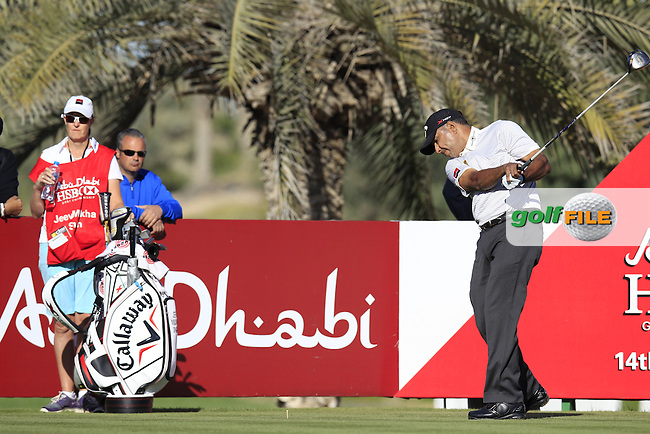 Jeev Milkha Singh (IND) tees off the 14th tee during Friday's Round 2 of the Abu Dhabi HSBC Golf Championship at Abu Dhabi Golf Club, 18th January 2013 (Photo Eoin Clarke/www.golffile.ie)