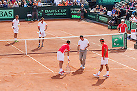 15-09-12, Netherlands, Amsterdam, Tennis, Daviscup Netherlands-Suisse, Doubles, Robin Haase/Jean-Julian Rojer    Roger Federer/Stanislas Wawrinka on the foreground in discussion with the umpire.