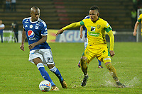 ITAGÜÍ - COLOMBIA, 14-04-2018: Antony Otero (Der) jugador de Leones FC disputa el balón con Felipe Banguero (Izq) jugador de Millonarios durante partido por la fecha 15 de la Liga Águila I 2018 jugado en el estadio Metropolitano de Itagüí. / Antony Otero (R) player of Leones FC vies for the ball with Felipe Banguero (L)  player of Millonarios during match for the date 15 of the Aguila League I 2018 played at Metropolitano stadium in Itaguí city.  Photo: VizzorImage / León Monsalve / Cont