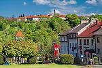 Centrum miasta Nowy Wiśnicz, na drugim planie na wzg&oacute;rzu, zakład karny, Polska<br /> City center of Nowy Wiśnicz, on the top of the hill, penal institution, Poland