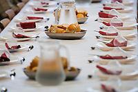 Europe/France/Aquitaine/40/Landes/ Vielle-Tursan: Lors de la fête du village,  le repas précédant la course landaise lors du 14 juillet    // France, Landes, Vielle Tursan,  At the village festival, the  meal before the Course Landaise, traditional bullfighting, at 14 July