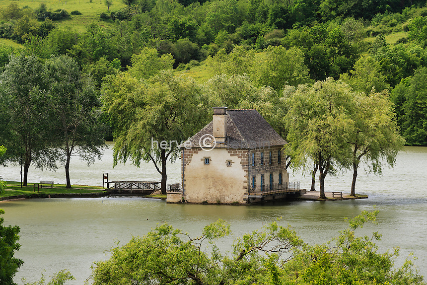 France, Corrèze (19), Lissac-sur-Couze, le moulin de Lissac sur le lac du Causse // France, Correze, Lissac sur Couze, Lissac mill on the lac du Causse