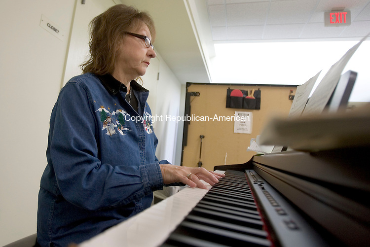 SOUTHBURY CT. 09 December 2014-010914SV03-Ann Bell Stevens of Southbury plays for senior during a sing along at the Senior Center in Southbury Thursday. <br /> Steven Valenti Republican-American