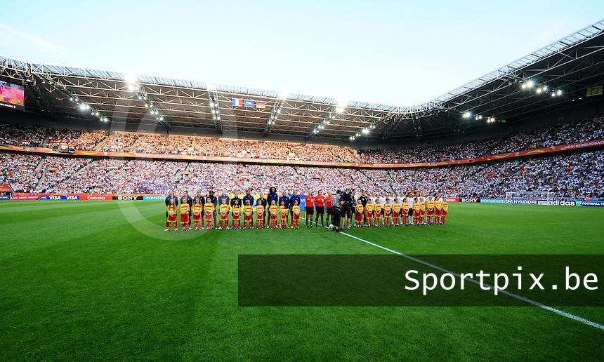 Fifa Women's World Cup Germany 2011 : France - Germany ( Frankrijk - Duitsland ) at Munchengladbach World Cup stadium : ploegen tijdens de hymnes.foto DAVID CATRY / Vrouwenteam.be