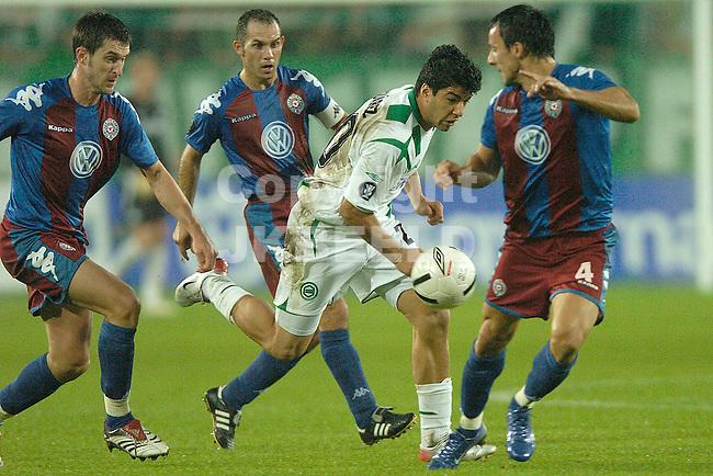 groningen - partizan belgrado eerste ronde uefa cup 28-09-2006 seizoen 2006-2007 suarez glipt door de partizan verdediging