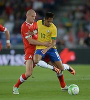 FUSSBALL  INTERNATIONAL  Testspiel Schweiz - Brasilien    14.08.2013 Philippe SENDEROS (li, Schweiz) gegen NEYMAR (Brasilien)