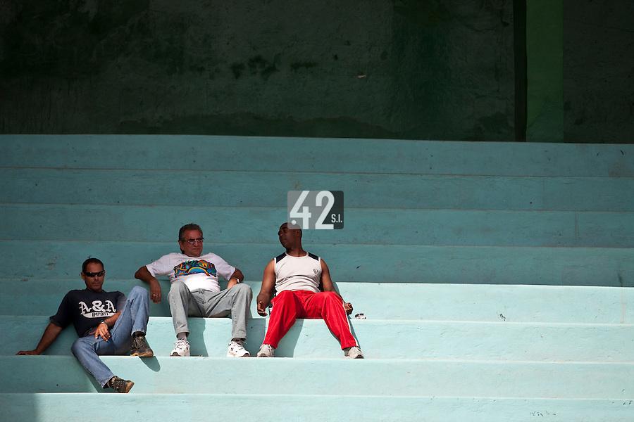 BASEBALL - POLES BASEBALL FRANCE - TRAINING CAMP CUBA - HAVANA (CUBA) - 13 TO 23/02/2009 - CUBAN FANS