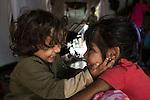 14 septiembre 2015. Melilla. Espa&ntilde;a<br /> Un millar de familias sirias, la mayor&iacute;a ni&ntilde;os, esperan en Nador y Beni Enzar (Marruecos) para poder cruzar a Melilla. La ONG Save the Children exige al Gobierno espa&ntilde;ol que tome un papel activo en la crisis de refugiados y facilite el acceso de estas familias a trav&eacute;s de la expedici&oacute;n de visados humanitarios en el consulado espa&ntilde;ol de Nador. Save the Children ha comprobado adem&aacute;s c&oacute;mo muchas de estas familias se han visto forzadas a separarse porque, en el momento del cierre de la frontera, unos miembros se han quedado en un lado o en el otro. Para poder cruzar el control, las mafias se aprovechan de la desesperaci&oacute;n de los sirios y les ofrecen pasaportes marroqu&iacute;es al precio de 1.000 euros. Diversas familias han explicado a Save the Children c&oacute;mo est&aacute;n endeudadas y han tenido que elegir qui&eacute;n pasa primero de sus miembros a Melilla, dejando a otros en Nador.<br /> &copy; Save the Children Handout/PEDRO ARMESTRE - No ventas -No Archivos - Uso editorial solamente - Uso libre solamente para 14 d&iacute;as despu&eacute;s de liberaci&oacute;n. Foto proporcionada por SAVE THE CHILDREN, uso solamente para ilustrar noticias o comentarios sobre los hechos o eventos representados en esta imagen.<br /> Save the Children Handout/ PEDRO ARMESTRE - No sales - No Archives - Editorial Use Only - Free use only for 14 days after release. Photo provided by SAVE THE CHILDREN, distributed handout photo to be used only to illustrate news reporting or commentary on the facts or events depicted in this image.