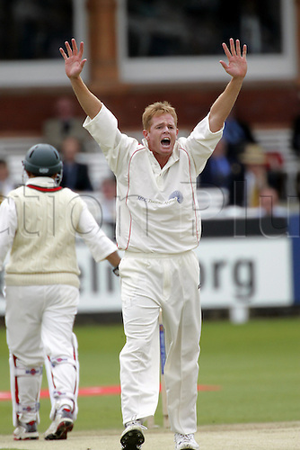 14 June 2005: MCC bowler Shaun Pollock appeals successfully for the wicket of Sehwag during the tsunami fundraising match between the Marylebone Cricket Club XI and an International XI, at Lords, London. Photo: Steve Bardens/Actionplus..050614 cricketer charity appealing