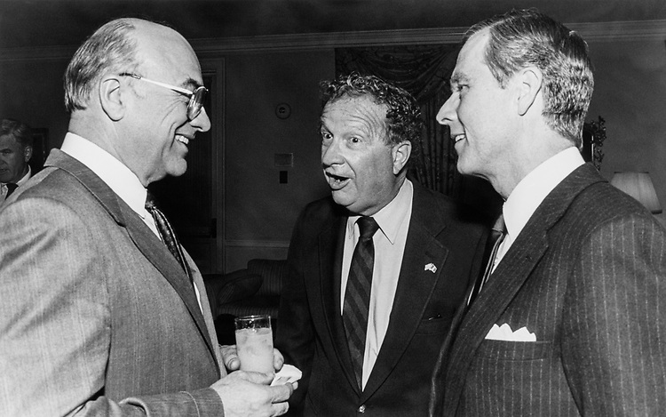 Rep. Robert J. Lagomarsino, R-Calif. in a conversation with Clayton Yeutter, U.S. Trade Representative and Sen. Pete Wilson, R-Calif. In 1986. (Photo by CQ Roll Call)
