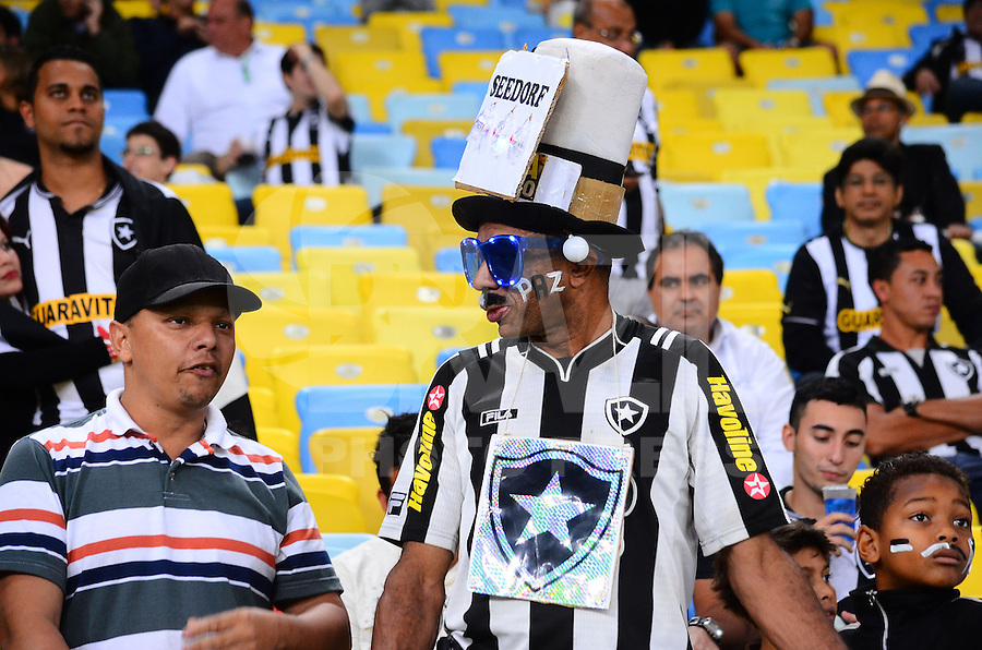 RIO DE JANEIRO, RJ, 25 DE SETEMBRO DE 2013 - COPA DO BRASIL-BOTAFOGO x FLAMENGO-  Torcida do Botafogo durante partida Botafogo x Flamengo, válida pelas quartas de final da Copa do Brasil 2013, disputada no estádio Maracanã, na zona norte do Rio de Janeiro. (Foto: Marcelo Fonseca / Brazil Photo Press).