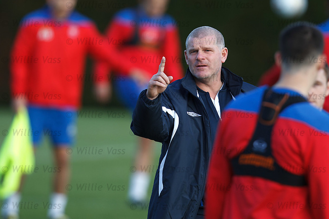Ian Durrant preparing the players for the trip to Aberdeen