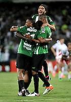MEDELLÍN -COLOMBIA-03-05-2016. Jugadores de Atlético Nacional de Colombia celebran después de anotar un gol a Huracán de Argentina durante partido de octavos de final, llave A, de la Copa Bridgestone Libertadores 2016 jugado en el estadio Atanasio Girardot de la ciudad de Medellín. / Players of Atletico Nacional of Colombia celebrate after scoring a goal to Huracan of Argentina during knockout round match, Key A, of the Copa Bridgestone Libertadores 2016 played at Atanasio Girardot stadium in Medellin city. Photo: VizzorImage / Luis Ramirez / Staff.