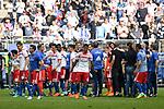 12.05.2018,  GER; 1.FBL Hamburger SV vs Borussia Moenchengladbach, im Bild die Mannschaft des HSV laesst nach dem Schlusspfiff die Koepfe haengen Foto © nordphoto / Witke *** Local Caption ***