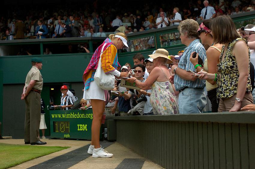 Photo: Richard Lane..Wimbledon Championships. 04/07/2006. .Maria Sharapova of Russia signs autographs.