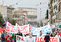 Manifestazione dei metalmeccanici della Fiom Cgil a Roma, 16 ottobre 2010, per il rinnovo del contratto..Italian Fiom Cgil main union's metal workers demonstrate in Rome, 16 october 2010, to ask for the renewal of their agreement..UPDATE IMAGES PRESS/Riccardo De Luca