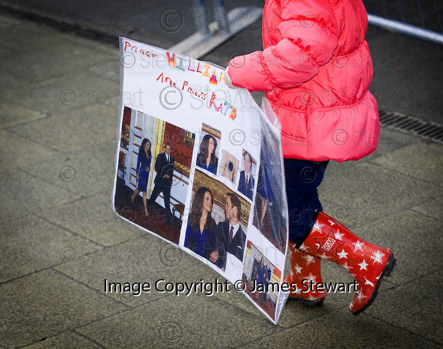 ::  ONE LOCAL YOUNGSTER WITH HER OWN TRIBUTE TO PRINCE WILLIAM  AND FIANCE KATE IN ST ANDREWS :: HRH PRINCE WILLIAM OF WALES AND FIANCE KATE MIDDLETON WHERE IN ST ANDREWS TO LAUNCH THE UNIVERSITY OF ST ANDREWS' 600TH ANNIVERSARY CELEBRATIONS  ::
