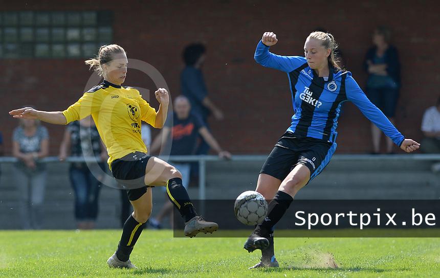 DVK Egem - Club Brugge Dames B :  duel tussen  Silke Choteau (r) en Joyce Vandenhende <br /> Foto David Catry | VDB | Bart Vandenbroucke