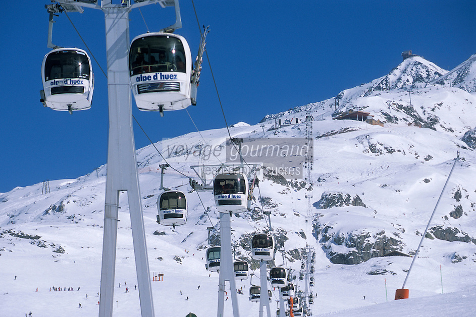 Europe/France/Rhône-Alpes/38/Isère/l'Alpe-d'Huez: Télécabine des Grandes Rousses à 2100m en fond les sommets du massif des Grandes Rousses et le Pic Blanc 3380m