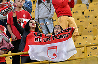 BOGOTA - COLOMBIA - 15 - 04 - 2017: Hinchas de Independiente Santa Fe, animan a su equipo, durante partido aplazado de la fecha  entre Independiente Santa Fe y Atletico Bucaramanga, por la Liga Aguila I-2017, en el estadio Nemesio Camacho El Campin de la ciudad de Bogota. / Fans Independiente Santa Fe, cheer for their team during a postponed match of the date 1 between Independiente Santa Fe and Atletico Bucaramanga, for the Liga Aguila I -2017 at the Nemesio Camacho El Campin Stadium in Bogota city, Photo: VizzorImage / Luis Ramirez / Staff.