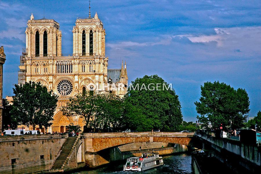 Catedral de Notre Dame e Rio Sena em Paris. França. 2005. Foto de Dudu Cavalcanti.