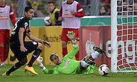 FUSSBALL   DFB POKAL 2. RUNDE   SAISON 2013/2014 SC Freiburg - VfB Stuttgart      25.09.2013 Torwart Oliver Baumann (Boden, SC Freiburg) rettet gegen Mohammed Abdellaoue (li, VfB Stuttgart)