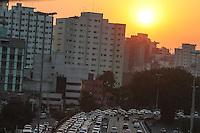 SÃO PAULO,SP, 25.07.2016 - TRÂNSITO-SP - Motoristas enfrenta lentidão no sentido leste do Viaduto Júlio de Mesquita Filho (corredor leste-oeste), no bairro da Bela Vista, na região central da cidade de São Paulo, nesta segunda-feira, 25. (Foto: William Volcov/Brazil Photo Press)