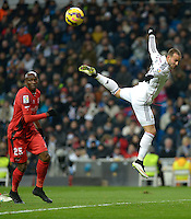 MADRID - ESPAÑA - 04-2-2015: Jese (Der.) jugador de Real Madrid, disputa el balon con Stephane M'Bia (Izq.) jugador del Sevilla durante partido de La Liga de BBVA de España, 2015 Real Madrid  y Sevilla en el estadio Santiago Bernabeu de la ciudad de Madrid.  / Jese (R) player of Real Madrid vies for the ball with Stephane M'Bia (L) player of Sevilla, during a match between Real Madrid and Sevilla for the La Liga de BBVA de España 2015 in the Santiago Bernabeu stadium in Madrid.  Photo: Asnerp / Patricio Realpe / VizzorImage.